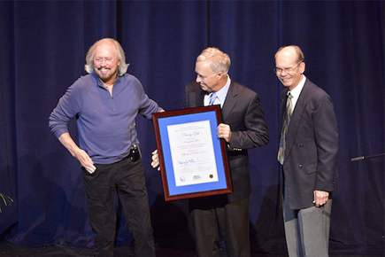 Left to Right:Ken Paulson, Barry Gibb, Dale Cockrell